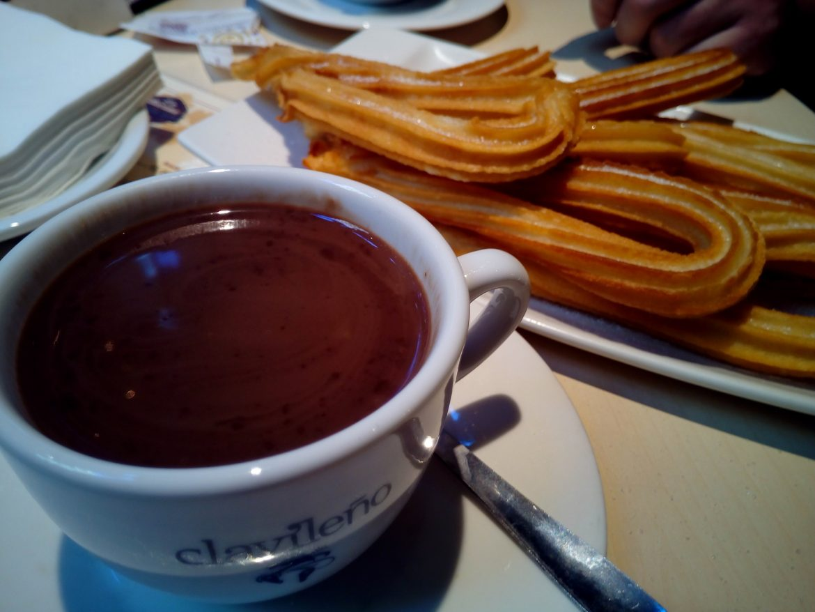 churros-with-chocolate-1114343_1920